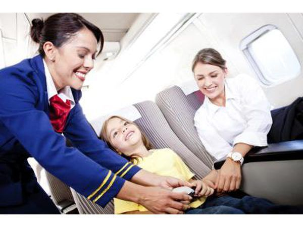 O programa de treinamento para a American Airlines` flight attendant candidates is 6 1/2 weeks long.