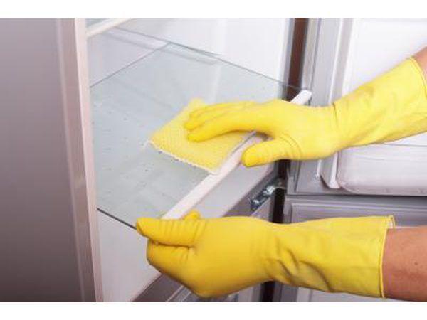 Limpeza sua geladeira vai mantê-lo funcionando de forma mais eficiente.