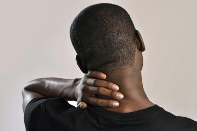 Radiculopatia pode causar dor no pescoço e ombro.