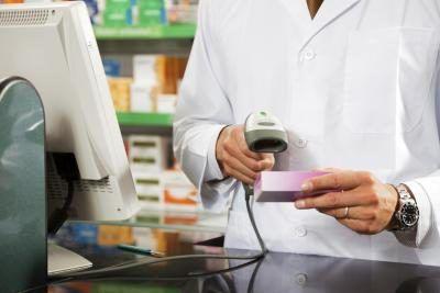 Técnicos de farmácia e auxiliares de farmácia desempenham um papel vital na farmácia.