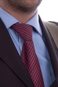 Um laço do pescoço pode ajudar você a se destacar em um mar de ternos de negócio.