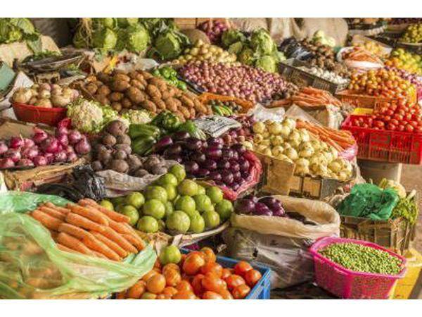 frutas e legumes variados no mercado