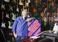 inauguração da loja de guitarra.