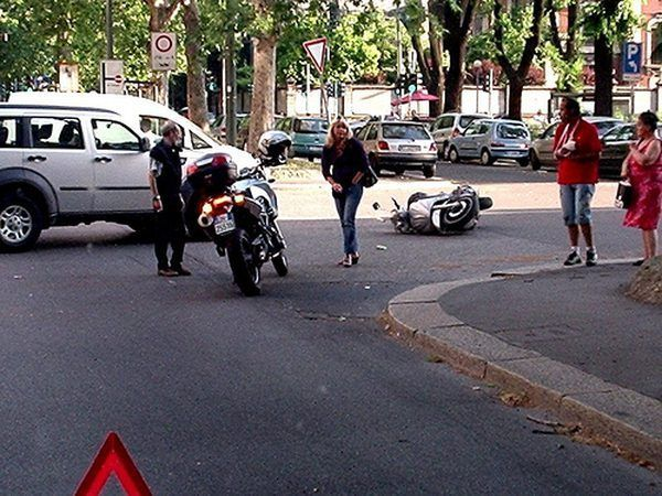 Ao contrário da crença popular, scooters enfrentam os mesmos perigos como motocicletas.