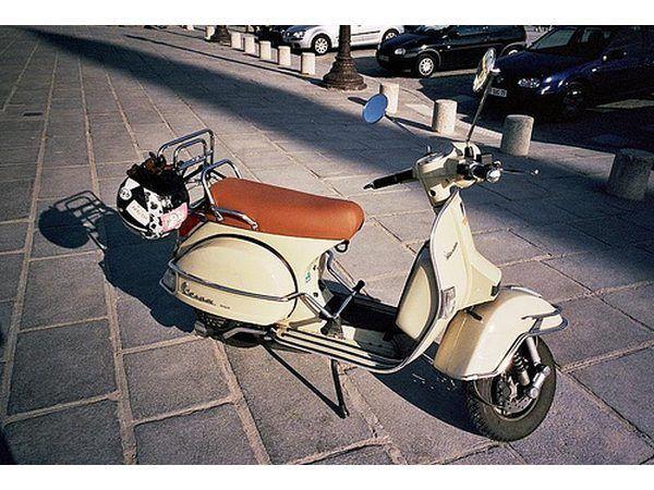 A Vespa manteve-se uma figura emblemática na comunidade scooter.