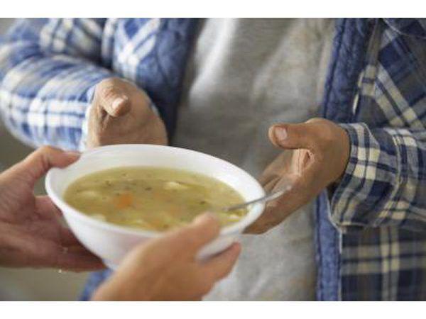 Craft Show frequentadores vai acolher uma tigela quente de sopa com um rolo para uma pausa.