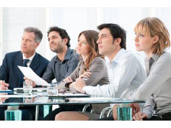 gerentes de angariação de fundos deve ser confiante, persuasivo e tem boas habilidades da escrita.