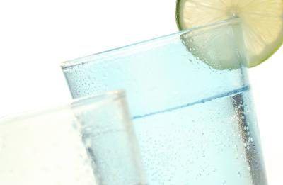 Quais são os efeitos de água gaseificada sobre o corpo?