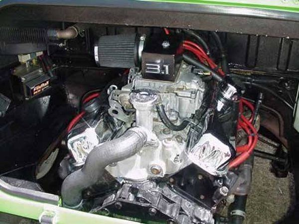 Um motor de 3.1 litros custom-built foi instalado neste tipo 181.