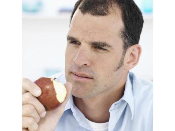comer maçãs