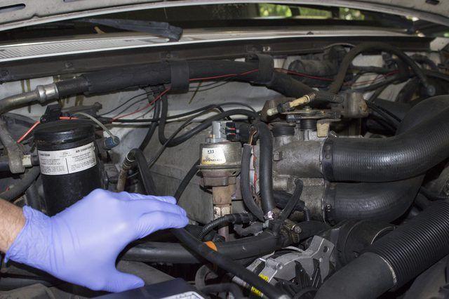 Como limpar e reparar uma válvula EGR