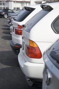 Os salários variam amplamente em New York`s car sales staff.