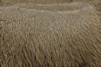 A lã é uma fibra natural que vai esticar com o desgaste.