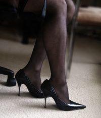 Você pode usar sapatos ou inserções de salto alto para aumentar sua altura após 23 anos.