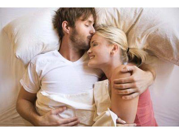 casal na cama juntos