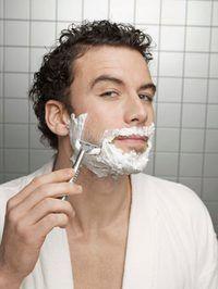 Aplique óleo pe-barbear antes de barbear ceam.