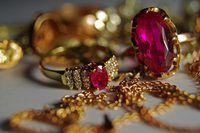 Vapor limpar suas jóias em casa para torná-lo brilhar como novo.