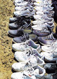 Pense em todas as correias que você poderia fazer com os cadarços de estes sapatos.