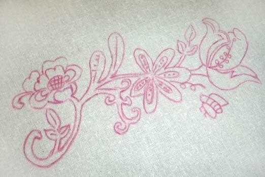 Teste padrão do bordado feito com lápis de transferência