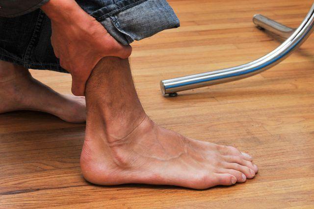 Como andar em um tornozelo torcido