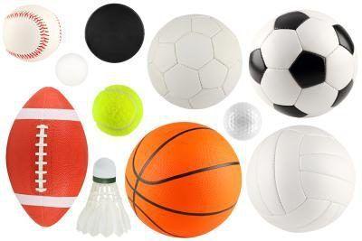 bolas variadas e equipamentos.