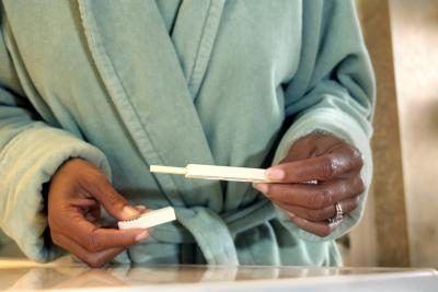 Mulher teste de gravidez leitura