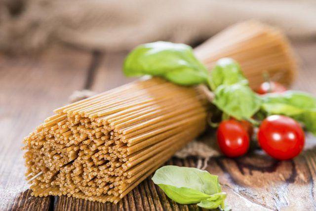 macarrão espaguete de trigo integral.