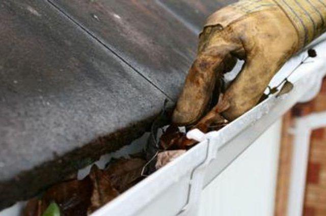 Há um monte de coisas proprietários precisam manter o controle sobre a atingir a perfeição manutenção, mas a manutenção de sarjeta é um grande problema.