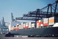 equilíbrio de carga inadequada pode causar um navio para listar ou virar.