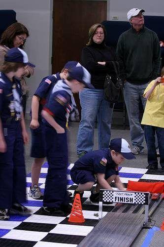 Scouts em uma corrida de Derby do Pinewood.