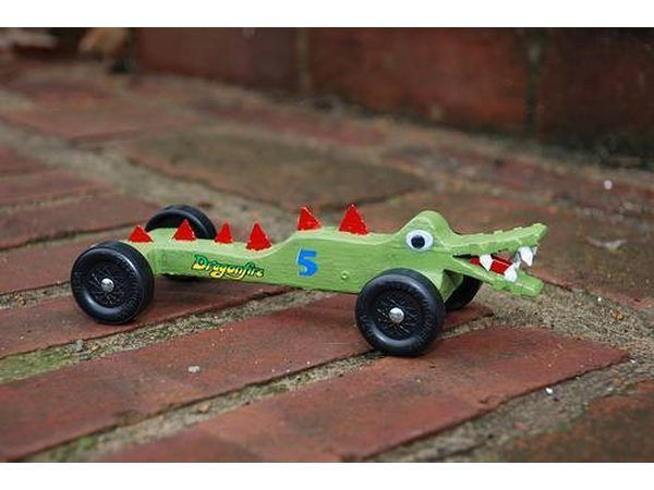 carro derby Alligator pinhal pronto para correr.