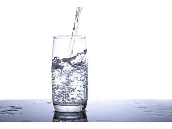 Beba água se a tentação greves para lanche.