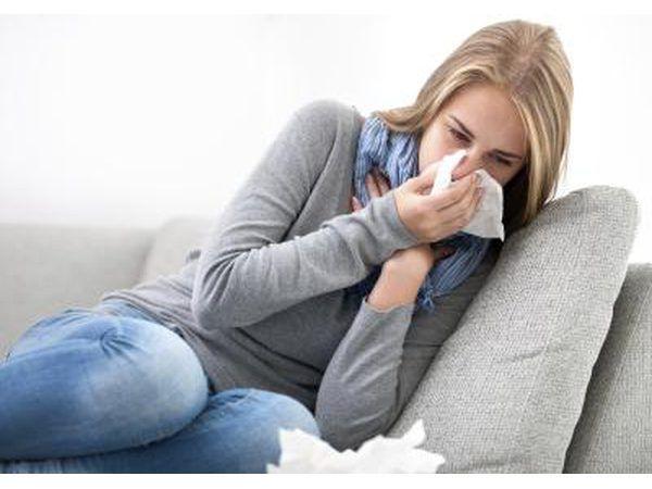 Os indivíduos sensíveis que inalar pólen cottonwood pode tornar-se sintomático com sinusite alérgica.