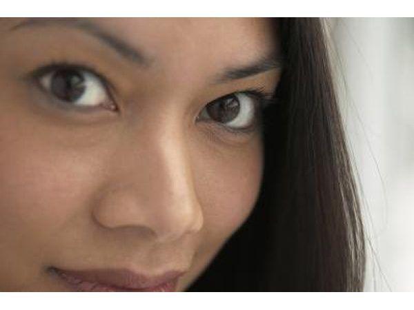 coceira nos olhos e irritação pode ser um resultado de alergias Cottonwood.