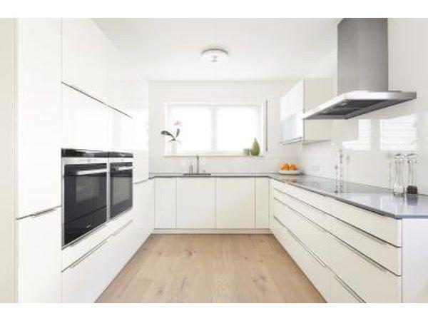Cozinha branca moderna.