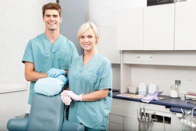 dois higienistas dentários