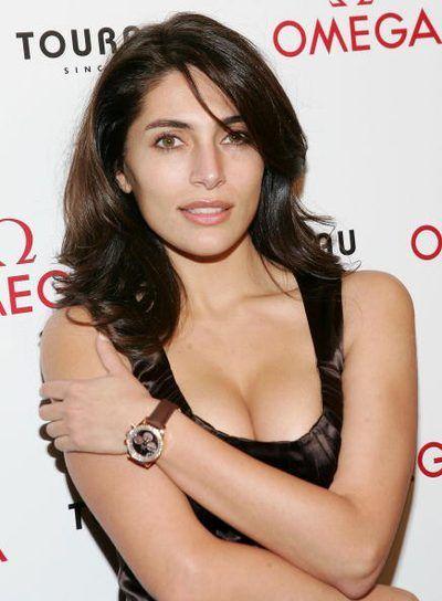 Bond girl usando um Omega Seamaster relógio 300m Professional
