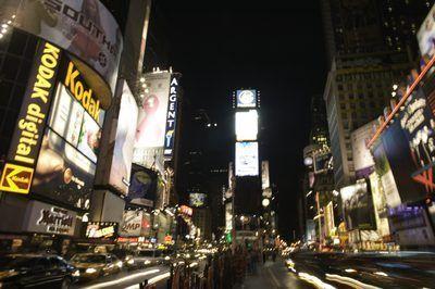 Grandes propaganda outdoors em Times Square, Nova Iorque.