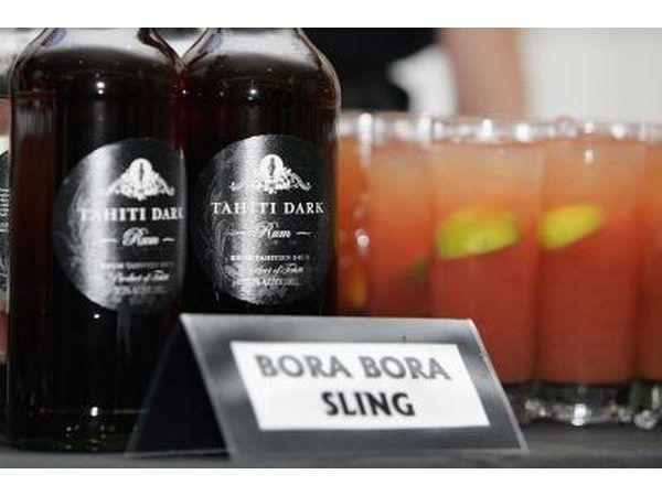 garrafas de rum e bebidas mistas