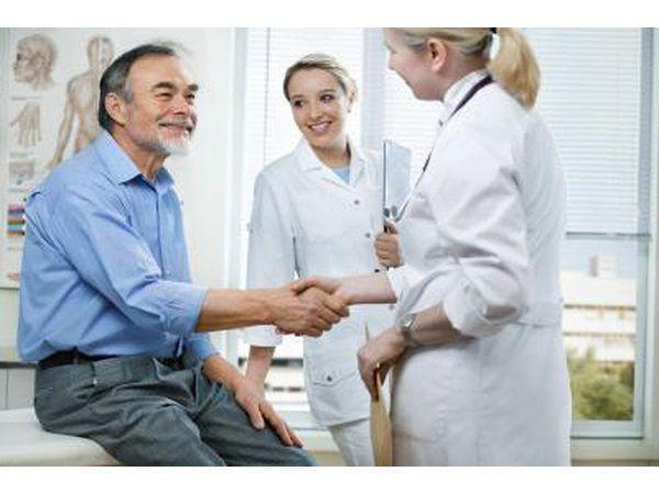 É comum que os cirurgiões vasculares para completar uma residência em cirurgia vascular antes que eles possam praticar.