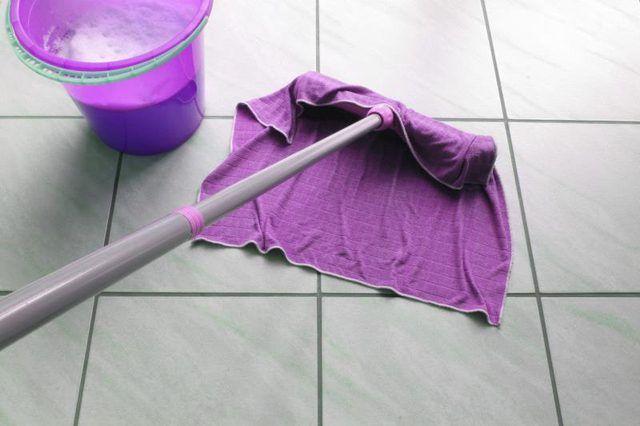 Limpeza piso de ladrilho