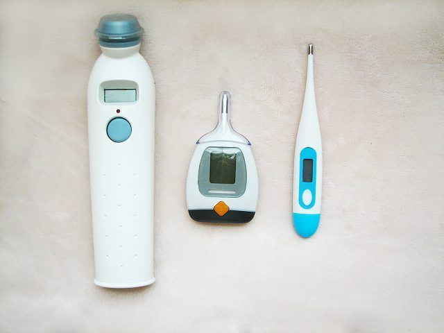 termómetros temporais, rectal e oral são opções quando se toma uma temperatura.