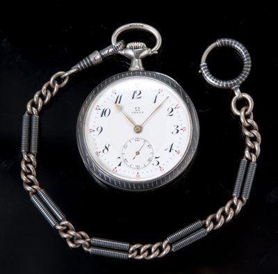 Um Omega prata Niello cara aberta relógio de bolso